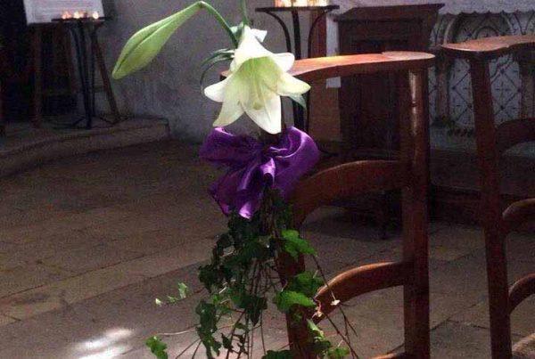 Composition florale pour église