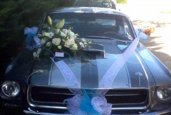 Composition florale pour voiture de mariage